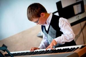 lekcje gry na keyboardzie to najlepszy sposób na wkroczenie do świata muzyki